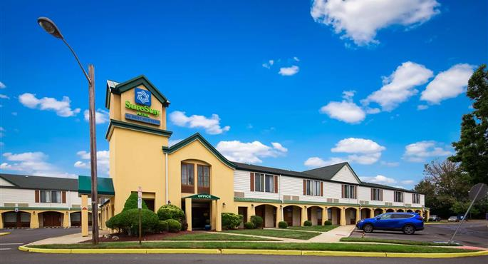 hotel in east brunswick 31064 f