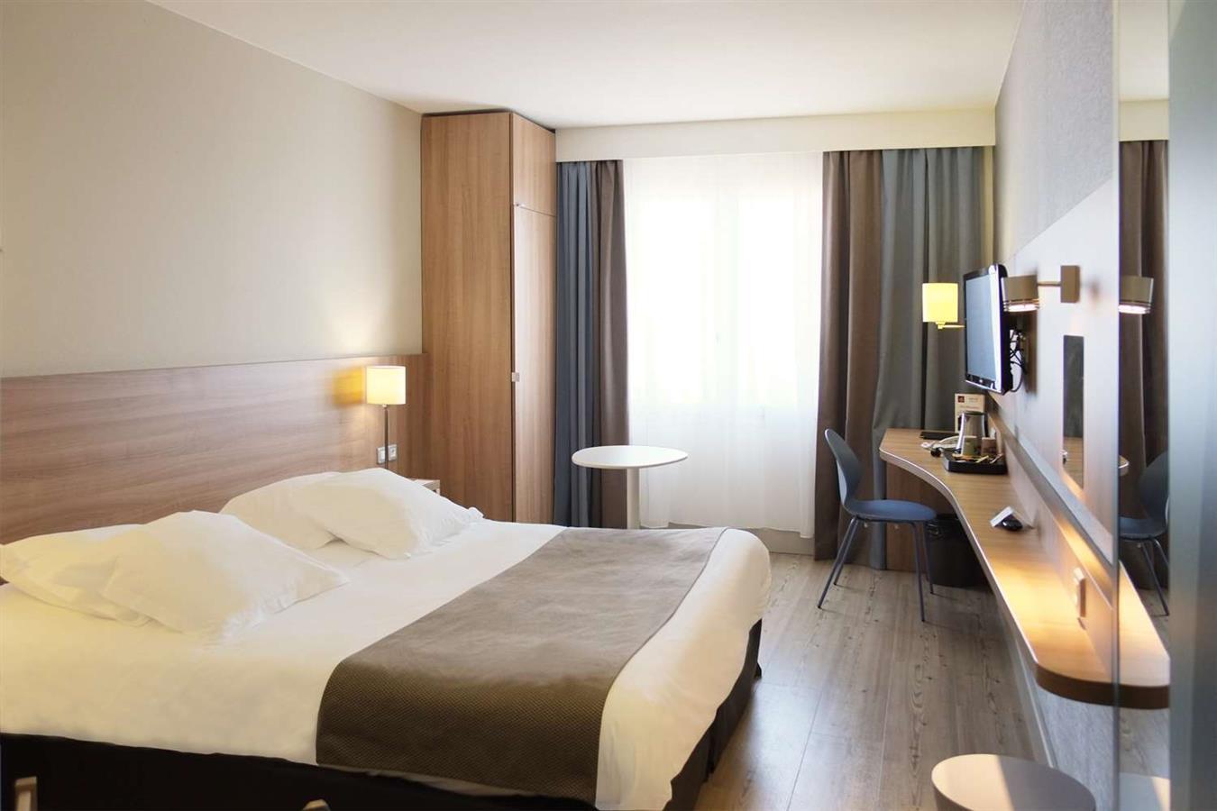 hotel in ajaccio bw plus ajaccio amiraute ajaccio. Black Bedroom Furniture Sets. Home Design Ideas