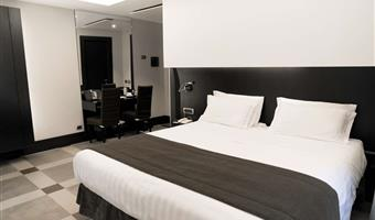 1 king bed, comfort room, twin on request, wi-fi, coffee and tea maker, free use of smartphone